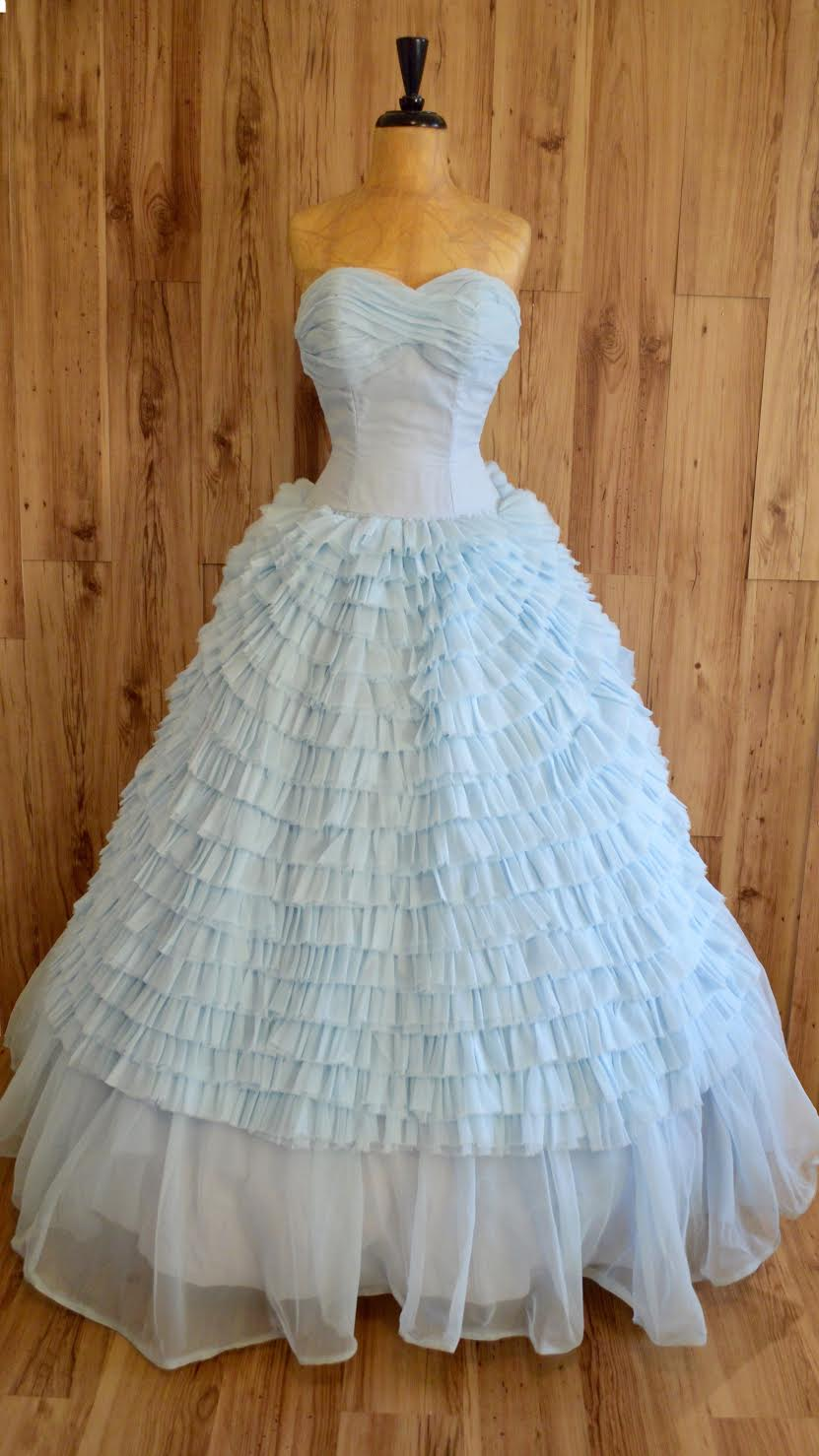 Be the Belle of the Ball in a Vintage Prom Dress – Vintage Tex